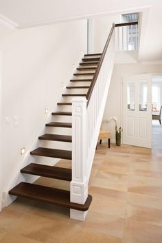 stahltreppe mit aufgesattelten stufen treppen pinterest. Black Bedroom Furniture Sets. Home Design Ideas