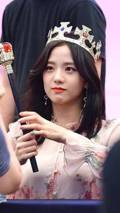 Queen Jisoo at fansign Square Up 💫💎 Blackpink Jisoo, South Korean Girls, Korean Girl Groups, My Girl, Cool Girl, Black Pink ジス, Chica Cool, Tumbrl Girls, Blackpink Members