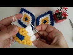 Nazar boncuklu kese lif modeli yapımı lif modellerinde kese tarzı lif örneği sevenler için oldukça şık bir lif çalışması sizlerin beğenisi beklemektedir. Crochet Bracelet Tutorial, Crochet Necklace, Knitting Paterns, Hand Knitting, Booties Crochet, Knit Crochet, Crochet Kitchen, Brick Stitch, Acrylic Art