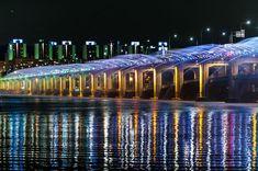 See the Banpo rainbow fountain along the Han river