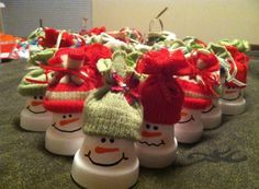 Every year since my kids started school, Ive always created an ornament for their classmates at Christmas as part as their treatbags. This year I created these cute snowman out of the terra cotta pots and a childs mitten. Are they cute?