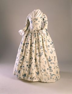 """Round"" gown of pre-revolutionary colonial New England circa 1760 -1780"