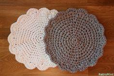 Virkattu pyöreä tabletti tai pieni matto. Virkkaus ohje kude