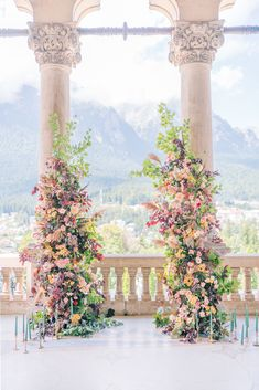 This contemporary twist to a classic fairytale wedding in a castle is just the inspo we needed today! With dreamy autumn details in plum, blush pink and burgundy hues we are head over heels for this destination wedding in Romania! Moss Centerpieces, Wedding Venue Inspiration, Wedding Ideas, Wedding Planning, Ceremony Backdrop, Wedding Ceremony, Church Ceremony, Space Wedding, Dream Wedding