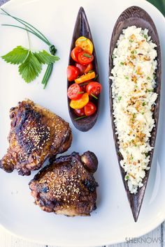 Use the basics of Asian cuisine to create a simple but delicious dinner of marinated chicken with garlic fried rice. I Love Food, Good Food, Yummy Food, Great Recipes, Favorite Recipes, Asian Cooking, Food Presentation, Food Dishes, Asian Recipes