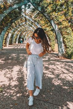 Stylish Travel Attire (Featuring The Most Comfortable Pants Ever - new style - Mode Sunday Outfits, Casual Summer Outfits, Spring Outfits, Trendy Outfits, Cute Outfits, Fashion Outfits, Comfortable Summer Outfits, Beach Outfits, Travel Attire