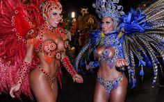 01/03/2014 - Tati (à esquerda) e Ana Paula Minerato, musas da Gaviões da Fiel, na concentração do Anhembi.