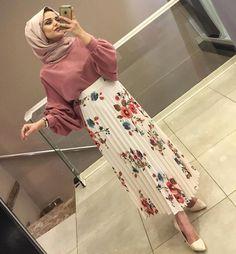 Trendy Skirt Midi Classy Modest Fashion Ideas Source by artahallunej fashion muslimah Modern Hijab Fashion, Islamic Fashion, Muslim Fashion, Modest Fashion, Skirt Fashion, Fashion Outfits, Fashion Ideas, Classy Fashion, Fashion Fashion