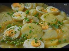 Patatas con huevos en salsa verde - Cocinera y Madre