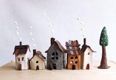Miniatura casitas en fieltro con árbol. Decoracón Arte por Intres