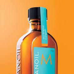 Tratamentul Moroccanoil transforma complet parul datorita formulei sale care restabileste proteinele ce confera rezistenta contine: ulei de argan, acizi grasi, uleiuri cu omega 3 si vitamine, pentru stralucire si antioxidanti pentru protectie.