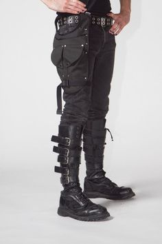 The Solo leg holster was orignaly designed as an alternative bag to carry a U-lock, repair kit and tools so Dark Fashion, Gothic Fashion, Mens Fashion, Fashion Outfits, Character Costumes, Character Outfits, Tactical Wear, Estilo Rock, Cyberpunk Fashion