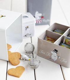 Muumi-peltipurkkisarja Place Cards, Place Card Holders, Tea, Home, Products, Ad Home, Homes, Teas, Haus