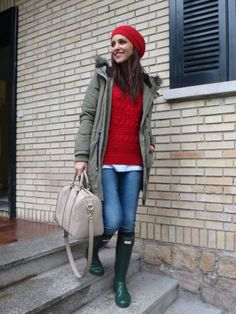 Paula Echevarria wearing Original Tall wellies in green.