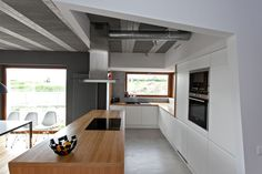 Plywood Kitchen Island Countertop And Modern Kitchen Appliances Also White Sleek Cabinets Design Ideas: Stylish Scandinavian Compact Interior Design of Raw Concrete House Plywood Kitchen, Wooden Kitchen, Plywood Countertop, Block House, Küchen Design, House Design, Design Ideas, Houses In Poland, Yellow Doors