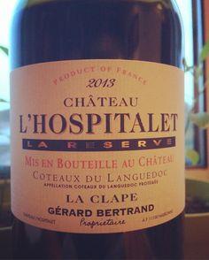 La Réserve 2013 - Château l'Hospitalet (Gérard Bertrand). Découverte du terroir de la Clape, avec un assemblage Syrah + Grenache + Mourvèdre élevé 12 mois en fûts. Souplesse des tanins et gourmandise des arômes de fruits rouges mûrs. Bravo et merci ! #laclape #coteauxdulanguedoc #hospitalet #winelover #winetasting #languedoc