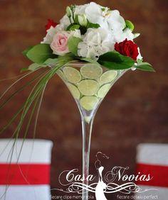aranjamente florale nunti - Google Search Glass Vase, Table Decorations, Tableware, Google, Home Decor, Dinnerware, Decoration Home, Room Decor, Tablewares