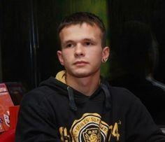 """28.2.14 приблизно 16.35 помер Влад Зубенко. Вічна пам""""ять Герою України. Отримав кульове поранення 20 лютого 2014 року."""