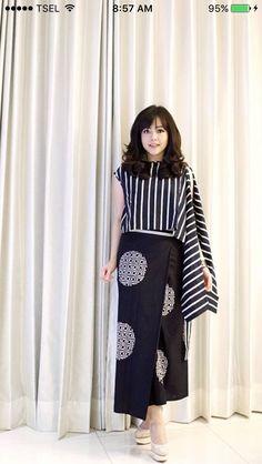 15 New ideas skirt maxi outfit patterns Batik Fashion, Ethnic Fashion, Hijab Fashion, Fashion Dresses, Women's Fashion, Blouse Batik, Batik Dress, Blouse Dress, Maxi Outfits