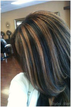 Black Hair Caramel Highlights, Chunky Blonde Highlights, Caramel Hair, Hair Highlights, Carmel Highlights, Color Highlights, Medium Hair Styles, Curly Hair Styles, Natural Hair Styles