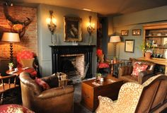 Wonderful design for a small english cottage living room Cottage Living Rooms, My Living Room, Country Hotel, Country Decor, Country Cottages, Country Furniture, Pub Interior, Interior Design, The Pig Hotel