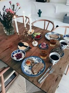Scandinavian Design Strategy for Beating the Winter Blues ~ Beautiful House - New Deko Sites Living Room Kitchen, Interior Design Living Room, Kitchen Decor, Small Dining, Deco Table, Dining Room Design, Scandinavian Design, Sweet Home, Decoration