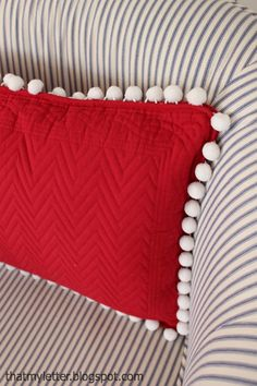 DIY Pom Pom Placemat Pillows - make these adorable pillows with placemats! Easy sewing project.