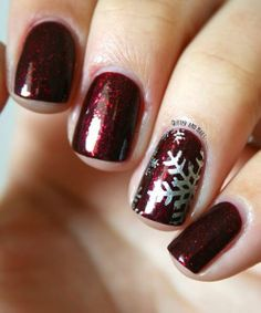 Nails Essie Toggle to the Top stamped with Essie No Place Like Chrome using Moyou Festive Collection Plate Xmas Nails, Get Nails, Holiday Nails, Christmas Nails, Christmas Holiday, Christmas Makeup, Essie, Snowflake Nails, Burgundy Nails