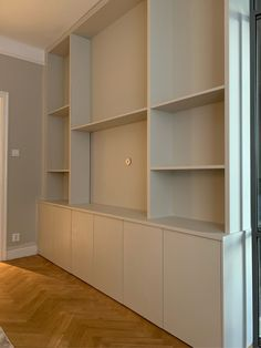 Built In Shelves Living Room, Living Room Wall Units, Home Living Room, Ikea Interior, Interior Styling, Kirkland Home Decor, Minimal Home, Home Office Design, Beautiful Interior Design