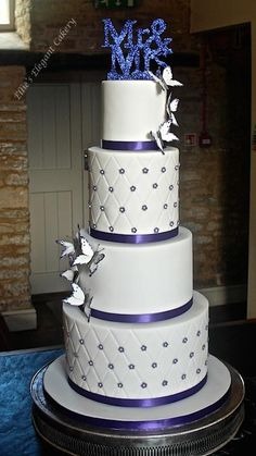 Sparkles and butterflies by Ellie @ Ellie's Elegant Cakery Cake Cookies, Cupcake Cakes, Cupcakes, Wedding Cake Designs, Wedding Cakes, Wedding Ideas, Beautiful Cakes, Amazing Cakes, Wedding Broom