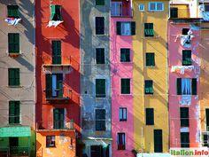 "Portovenere (SP) - Liguria, Ligurien - Italy, Italien. Colorful ""high-rise"" buildings at the port of Portovenere - Bunte ""Hochhäuser"" am Hafen von Portovenere. More at: http://www.italien.info/impressionen"