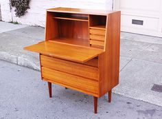 Mid Century Møbler (PAST COLLECTION.)    Pining for a rad mid-mod desk like this...