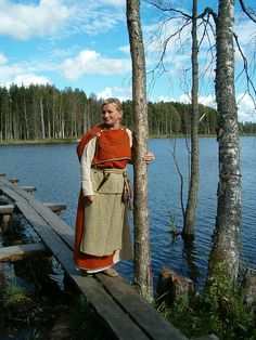 A Finnish Dress from late ironage about thousand years ago Viking Garb, Viking Dress, Norse Clothing, Medieval Clothing, Historical Women, Historical Clothing, Historical Photos, Iron Age, Larp
