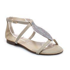 Ploché sandále So zirkónmi  Krásne, dámske sandále z najnovšej letnej kolekcie. Povrch vyrobený z tenkých pásikov. Ozdobný element sa zirkónov, ktoré sa krásne lesknú. Vložka z eko kože je veľmi komfortné. Úžasne vyzerajú na nohe. Materiál: eko koža http://www.cosmopolitus.com/plaskie-sandaly-cyrkoniami-061869ow-s322p-odcienie-brazu-p-81779.html #sandale #leto #zeny #podpatky #kliny #deti #MELISKI #zabky