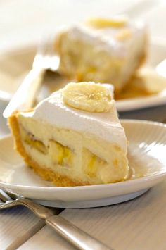 This vegan Banana Cream Pie features layers of delicious flavor, with a golden cookie crust, pudding pie filling, sliced bananas, and coconut whipped topping.