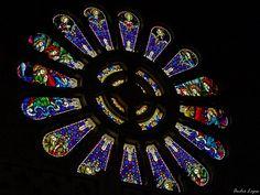 A Igreja de Santa Luzia localiza-se na cidade de Viana do Castelo, em Portugal  Vitral by andrediaslopes, via Flickr