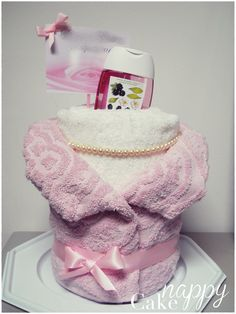 Gateau de serviettes bustes mariés Nappy Cake créations gateau de couches cadeau de mariage #mariée Birthday Gifts For Teens, Birthday Gifts For Girlfriend, Friend Birthday Gifts, Gifts For Kids, Diy Food Gifts, Easy Gifts, Homemade Gifts, Bridal Shower Gifts, Baby Shower Gifts