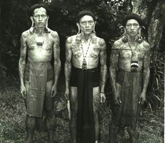 Borneo is the largest island in the world. The indegenous tribes are called Dayaks. There are over 250 tribes of Dayaks in Borneo. We Are The World, People Of The World, My People, Island Tattoo, Unity In Diversity, Ethnic Diversity, Bali, Filipino Culture, Indigenous Tribes
