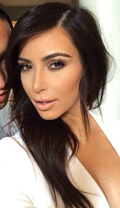 Kim Kardashian beauty - make up