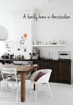 (via a stunning family home in amsterdam | the style files) Mooie kast!
