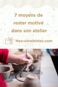 Tu trouves difficile de démarrer un nouveau projet poterie ? 😅 ou d'être régulier dans ta pratique ?  Rassures-toi c'est bien normal et il y a des moyens d'y remédier !!   Voici un article qui devrait t'aider ! 😊 Voici, Place Card Holders, Sculpture, Blog, Stay Motivated, Other, Pottery Workshop, Ceramic Pottery, Custom In