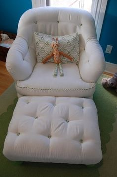 This chair looks so comfy!