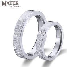 #Alianzas #boda #matrimonio colección #You & I #maiter #oro  blanco y #brillantes con los nombres grabados en el lateral. Podeis poner #diamante en el lateral entre los nombres www.joyasmaiter.com