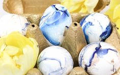 close up easter eggs in marble optic, DIY Brunettes, Easter Eggs, Easy Diy, Marble, Decor, Style, Swag, Decoration, Granite