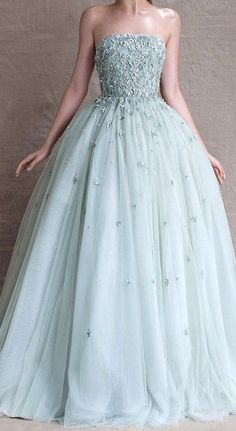 I imagined this to be the dress Celaena wore for Chaol's birthday