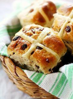 Yummy Easter Hot Cross Buns with Raisins, Homemade Easter Breakfast Ideas, Holiday Sweet Bread Ideas