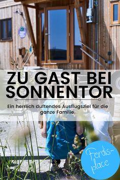 Mmmmh, hier riecht es aber guuuut! Sonnentor ist für seine guten Tees und Gewürze bekannt. Im niederösterreichischen Waldviertel kannst du sogar hinter die Kulissen blicken. In einem wirklich schönen und seeehr familienfreundlich gestalteten Ausflugsziel entdeckst du, wie Tees und Gewürze hergestellt werden und woher sie kommen. #Tee #Ausflug #Niederösterreich #Familienausflug #Tipp #Sonnentor #Gewürze Austria, World, Places, Sport, Beautiful, Road Trip Destinations, Deporte, Sports, The World