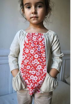 What a sweet blouse to wear everyday!! French red and white cotton fabric, integrated into a unique design featuring large and ruffled pockets and a elastic gathered collar in linen. #sewforgirls