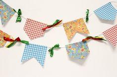 Vai ter Festa Junina na sua casa? Então aprenda a fazer as bandeirinhas de Festas Juninas aqui - Veja mais em: http://www.vilamulher.com.br/artesanato/passo-a-passo/como-fazer-bandeirinhas-de-festas-juninas-17-1-7886495-310.html?pinterest-destaque