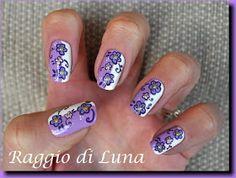 Raggio di Luna Nails: Little purple flowers dividing nail vertically